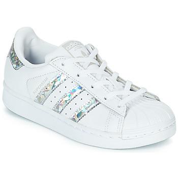 Cipők Lány Rövid szárú edzőcipők adidas Originals SUPERSTAR C Fehér / Ezüst