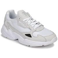 Cipők Női Rövid szárú edzőcipők adidas Originals FALCON W Fehér