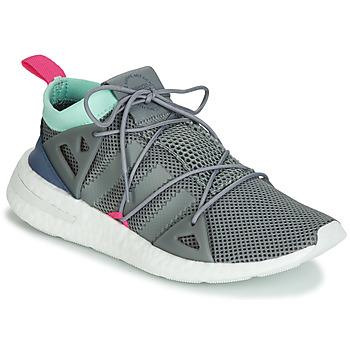 Cipők Női Rövid szárú edzőcipők adidas Originals ARKYN W Fehér / Kék