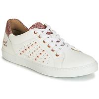 Cipők Lány Rövid szárú edzőcipők Bullboxer AGM008 Fehér