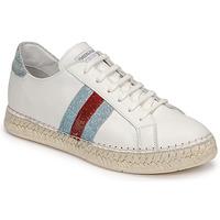 Cipők Női Rövid szárú edzőcipők Pataugas MARBELLA Fehér