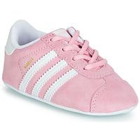 Cipők Lány Rövid szárú edzőcipők adidas Originals GAZELLE CRIB Rózsaszín