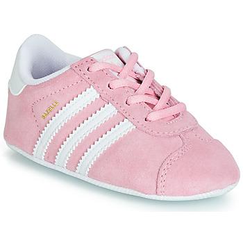Cipők Gyerek Rövid szárú edzőcipők adidas Originals GAZELLE CRIB Rózsaszín