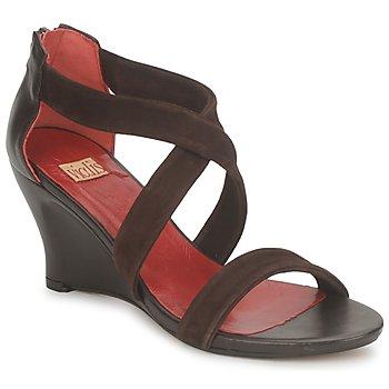 Cipők Női Szandálok / Saruk Vialis NIVEL Barna