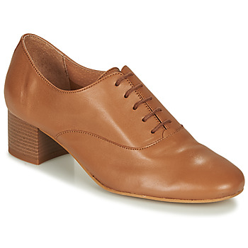 Cipők Női Oxford cipők André CASSIDY Teve