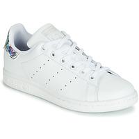 Cipők Lány Rövid szárú edzőcipők adidas Originals STAN SMITH J Fehér / Ezüst
