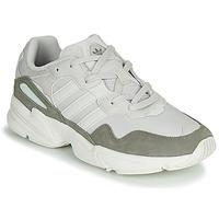 Cipők Férfi Rövid szárú edzőcipők adidas Originals YUNG-96 Fehér / Bézs