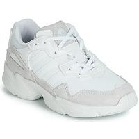 Cipők Gyerek Rövid szárú edzőcipők adidas Originals YUNG-96 C Fehér