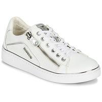 Cipők Női Rövid szárú edzőcipők Mustang 1300-303-121 Fehér / Ezüst