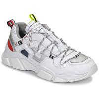 Cipők Női Rövid szárú edzőcipők Tommy Hilfiger CITY VOYAGER CHUNKY SNEAKER Fehér