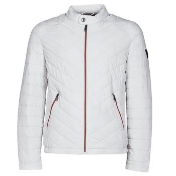 Ruhák Férfi Steppelt kabátok Guess SUPER FITTED JKT TRAVEL Fehér