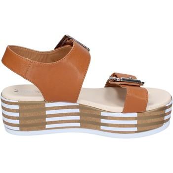 Cipők Női Szandálok / Saruk Tredy's Szandál BN757 Barna
