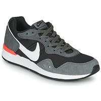 Cipők Férfi Rövid szárú edzőcipők Nike VENTURE RUNNER Fekete  / Szürke / Fehér