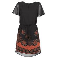 Ruhák Női Rövid ruhák Desigual TAMPA Fekete