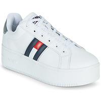Cipők Női Rövid szárú edzőcipők Tommy Jeans IRIDESCENT ICONIC SNEAKER Fehér