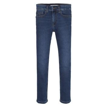 Ruhák Fiú Skinny farmerek Calvin Klein Jeans ESSENTIAL ROYAL BLUE STRETCH Kék