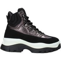Cipők Női Magas szárú edzőcipők Gold&gold B19 GS36 Fekete