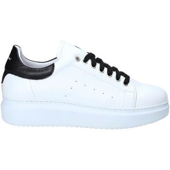 Cipők Férfi Rövid szárú edzőcipők Exton 955 Fekete