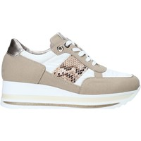 Cipők Női Rövid szárú edzőcipők Comart 1A3392 Fehér
