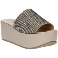 Cipők Női Papucsok Grace Shoes MILY Bézs