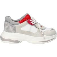 Cipők Női Rövid szárú edzőcipők Gold&gold B18 GT528 Szürke