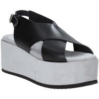 Cipők Női Szandálok / Saruk Pregunta IBH6653 Fekete