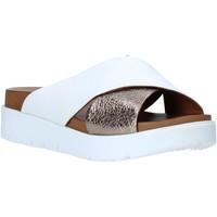 Cipők Női Papucsok Bueno Shoes N3408 Fehér