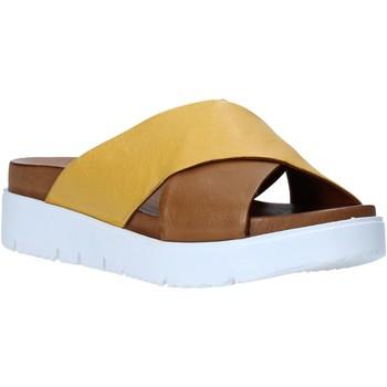 Cipők Női Papucsok Bueno Shoes N3408 Barna