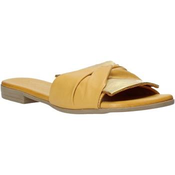 Cipők Női Papucsok Bueno Shoes 9L2735 Sárga