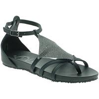 Cipők Női Szandálok / Saruk 18+ 6108 Fekete