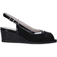 Cipők Női Szandálok / Saruk Comart 022889ST Fekete