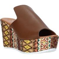 Cipők Női Papucsok Grace Shoes 11 Barna