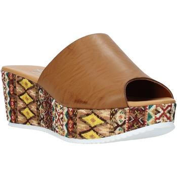 Cipők Női Papucsok Grace Shoes 10 Barna
