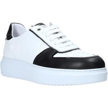 Cipők Férfi Rövid szárú edzőcipők Exton 956 Fekete