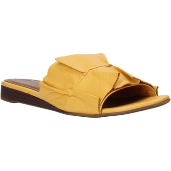Cipők Női Papucsok Bueno Shoes N1908 Sárga
