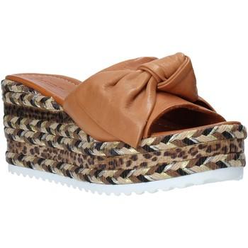 Cipők Női Papucsok Bueno Shoes N3604 Barna