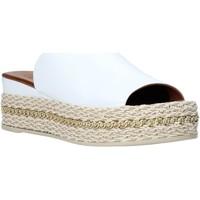 Cipők Női Papucsok Bueno Shoes Q5905 Fehér