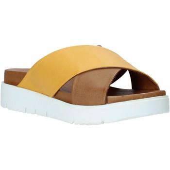 Cipők Női Papucsok Bueno Shoes 9N3408 Barna