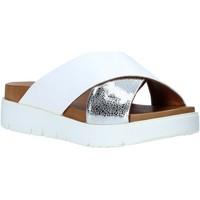 Cipők Női Papucsok Bueno Shoes 9N3408 Fehér
