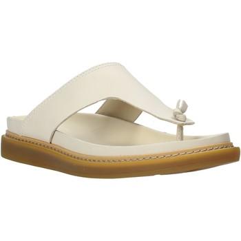 Cipők Női Lábujjközös papucsok Clarks 26140796 Bézs