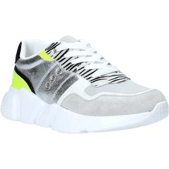 Cipők Női Rövid szárú edzőcipők Gold&gold A20 GA265 Ezüst