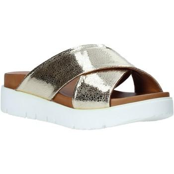 Cipők Női Papucsok Bueno Shoes 9N3408 Arany