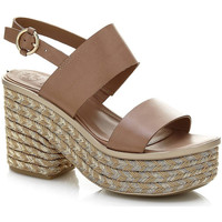 Cipők Női Szandálok / Saruk Guess FLNIN2 LEA03 Barna