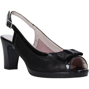 Cipők Női Szandálok / Saruk Comart 323322 Fekete