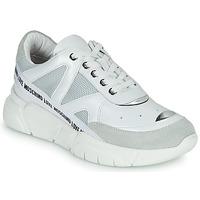 Cipők Női Rövid szárú edzőcipők Love Moschino JA15323G1C Fehér