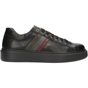 Cipők Férfi Rövid szárú edzőcipők Exton 888 Black