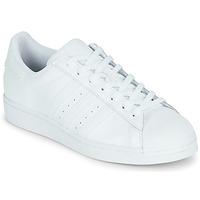 Cipők Rövid szárú edzőcipők adidas Originals SUPERSTAR Fehér