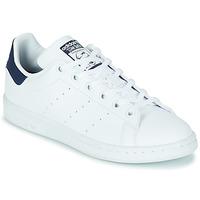 Cipők Gyerek Rövid szárú edzőcipők adidas Originals STAN SMITH J SUSTAINABLE Fehér / Tengerész / Vegán
