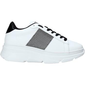 Cipők Női Rövid szárú edzőcipők Gold&gold B20 GA589 Fehér