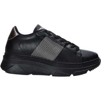 Cipők Női Rövid szárú edzőcipők Gold&gold B20 GA589 Fekete